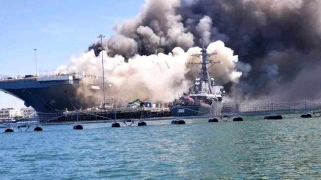 ABD'ye ait savaş gemisinde yangın çıktı