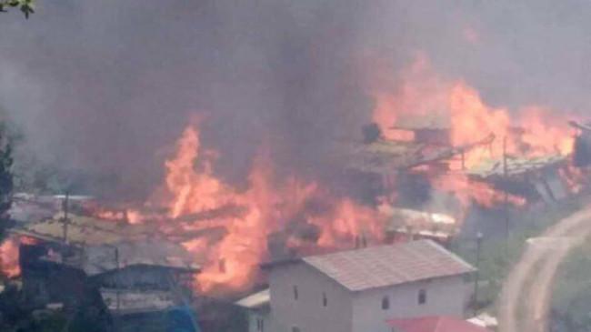 Artvin'in Yusufeli ilçesi Sahlepçiler köyünde yangın: 40 ev küle döndü