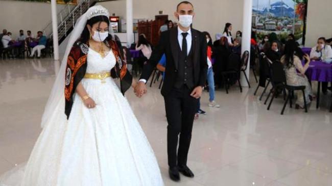 Aşiret düğününde sosyal mesafe kuralına uyuldu