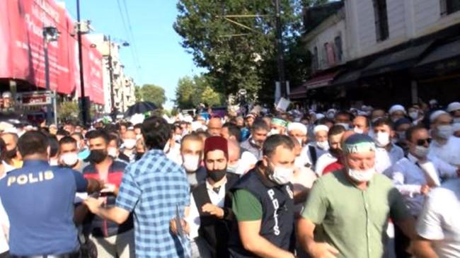 Ayasofya Camii'ndeki tarihi günde sosyal mesafeye uyulmaması üzerine Bakan Koca uyarı yaptı