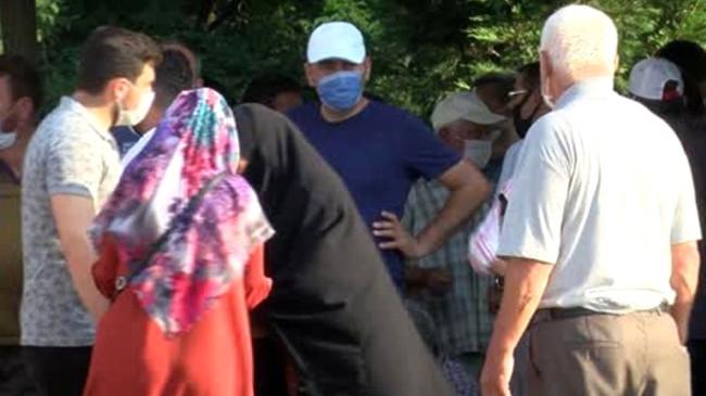 Fabrika patlamasında yaralananların yakınları, gözyaşları içinde gelecek iyi haberi bekliyor