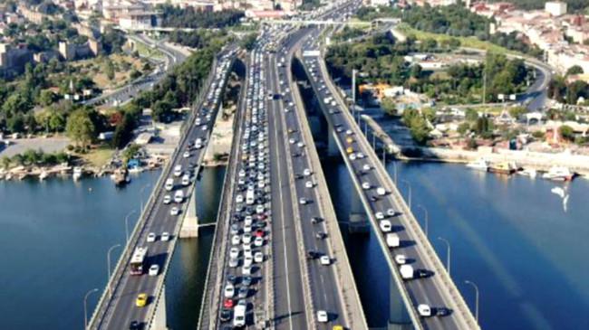 Haliç Köprüsü'nde başlayan bakım onarım çalışması nedeniyle haftanın ilk iş gününde trafik kilitlendi