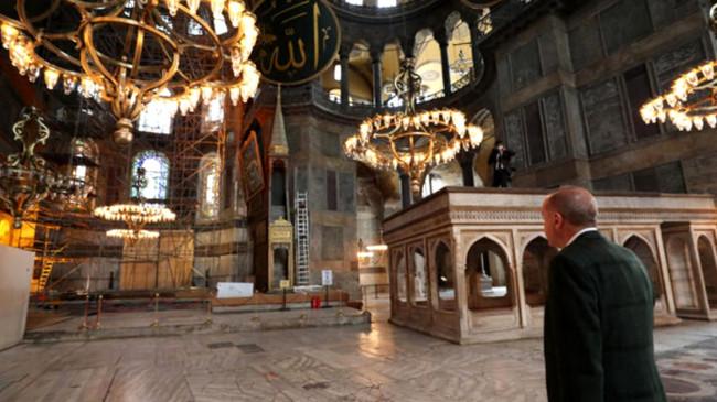 Son dakika: Erdoğan Ayasofya Camii'ne geldi, yapılan çalışmalarla ilgili incelemelerde bulundu