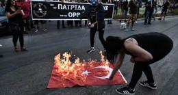 Son Dakika: MSB'den Yunanistan'da Türk bayrağının yakılmasına çok sert tepki: O eller kırılır